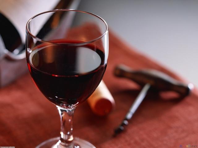 Trái với suy nghĩ của nhiều người, rượu vang đỏ khiến bạn khó có giấc ngủ sâu.