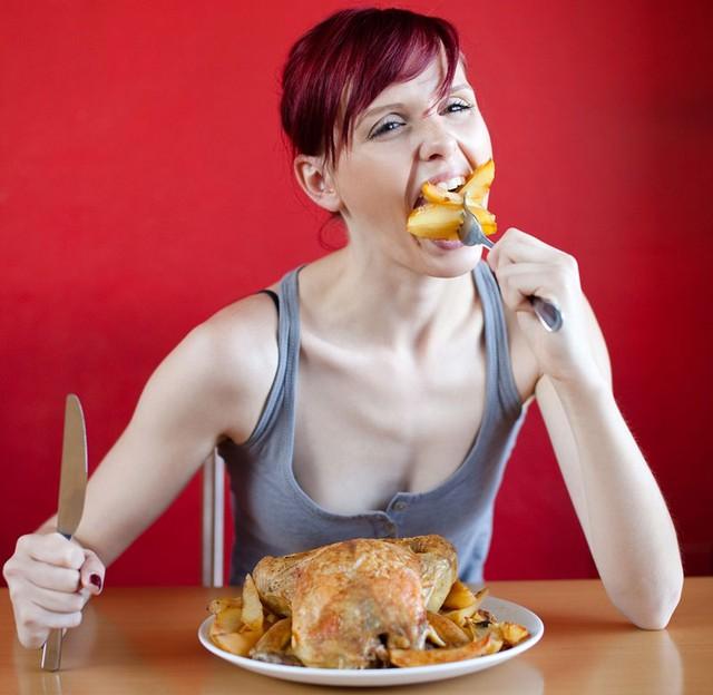 Để trường thọ, bạn không nên ăn quá nhiều. Chế độ ăn ít calo không chỉ tốt cho sức khỏe và còn giúp bạn sống lâu hơn.