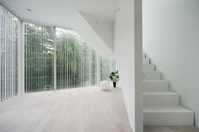 Bộ màn kéo tạo sự riêng tư cần thiết cho ngôi nhà, nhưng cũng không hạn chế tầm nhìn từ bên trong.
