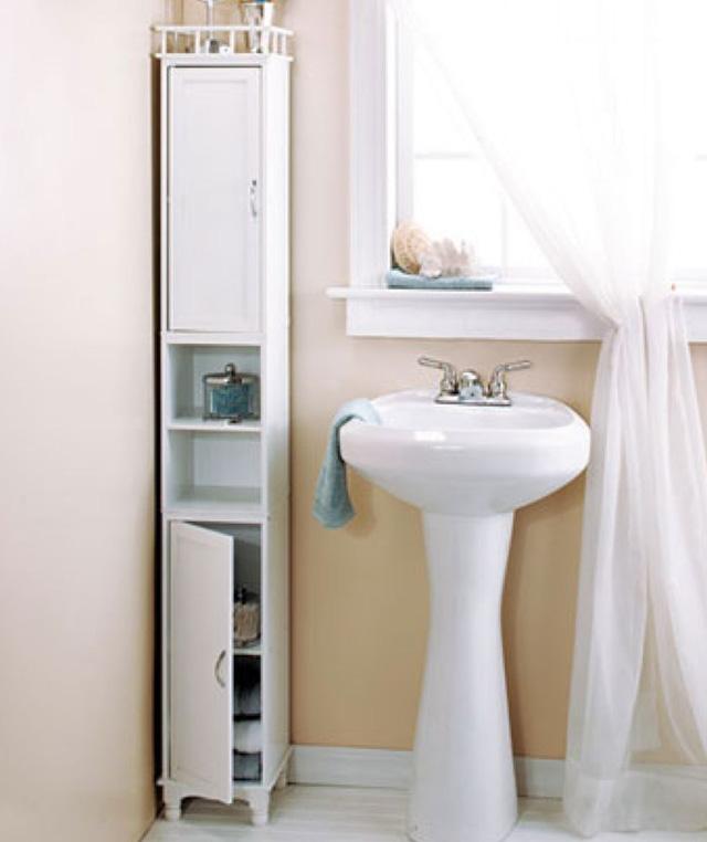 Nếu phòng tắm nhà bạn có diện tích khiêm tốn, bạn có thể tận dụng góc tường làm chỗ đặt các vật dụng, giúp không gian luôn ngăn nắp, gọn gàng.