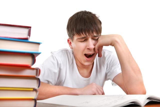 Thiếu ngủ triền miên khiến cơ thể luôn mệt mỏi.
