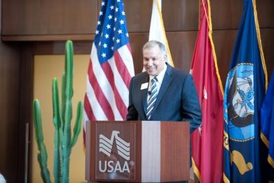 Josue Robles (Lục quân): CEO USAA