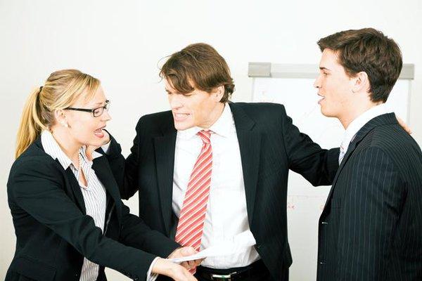 Tranh chấp kinh doanh: Nên hòa giải hay kiện tụng?