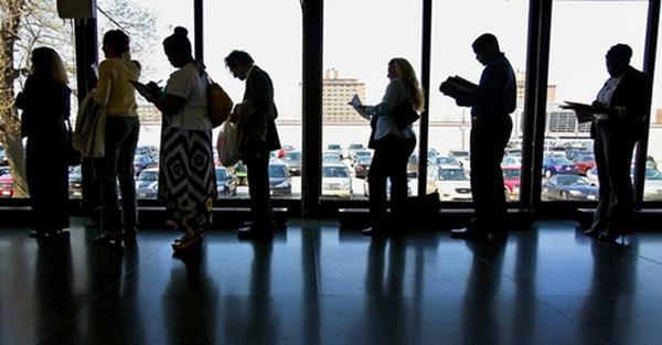 2.400 triệu phú Mỹ hưởng trợ cấp thất nghiệp
