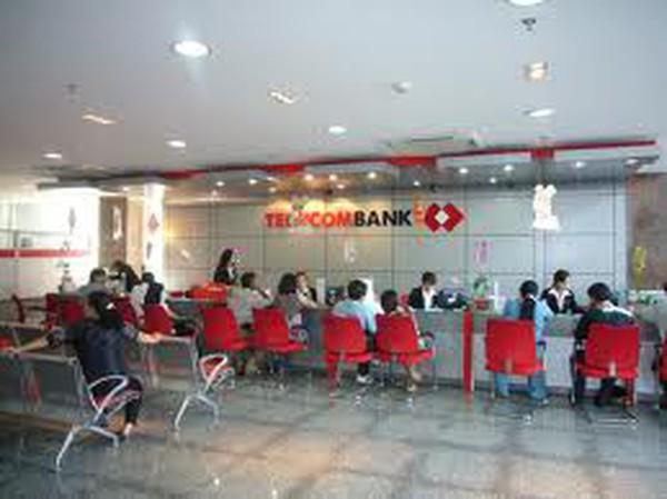 Techcombank: Năm 2012, lãi ròng giảm 3/4, nhân sự giảm hơn 1.100 người
