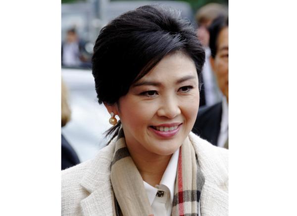 Nữ thủ tướng xinh đẹp Thái Lan kiêm chức Bộ trưởng Quốc phòng