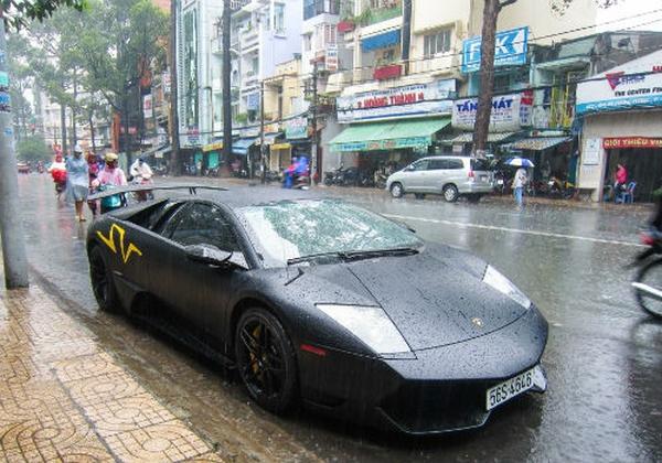 Báo Tây choáng với siêu xe tại Việt Nam