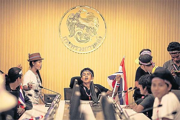 Người biểu tình Thái Lan chiếm hàng loạt cơ quan Chính phủ