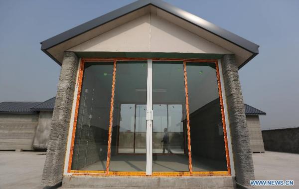 Doanh nhân Trung Quốc tạo ra 10 ngôi nhà trong 24h bằng máy in 3D