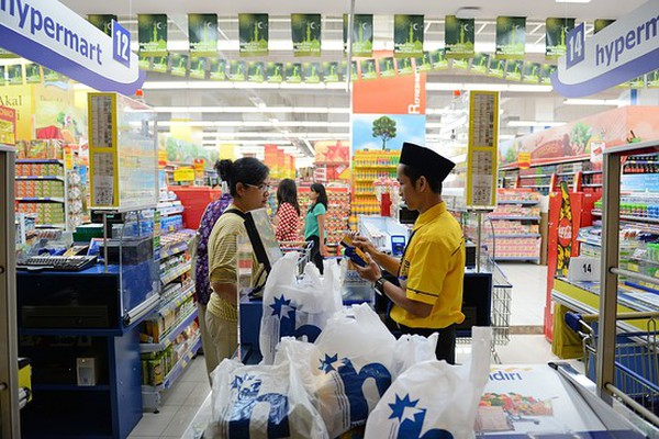 [BizChart] Người tiêu dùng Việt có chỉ số lạc quan áp chót tại Đông Nam Á
