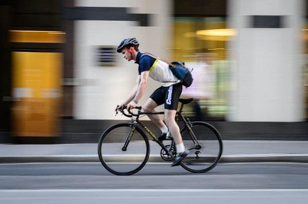 Thú vui mới của tầng lớp thượng lưu Anh: Chơi siêu xe... đạp