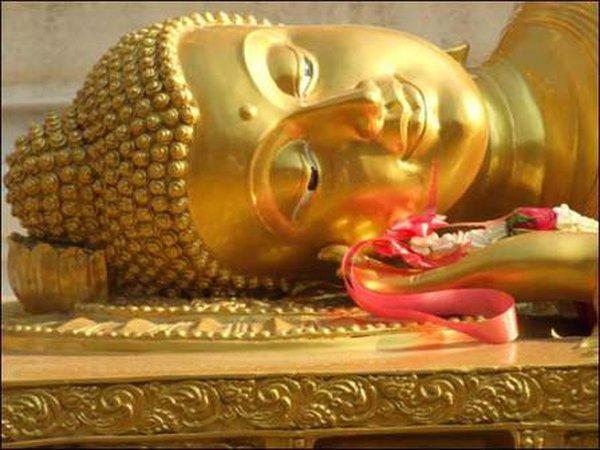 Bài trí tượng Phật đúng cách để 'hái' lộc may