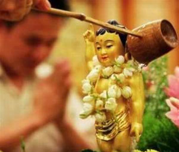 Hãy rửa một cái chén ăn cơm như đang tắm cho một vị Phật
