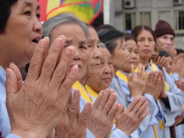 Ý nghĩa việc chắp tay khi tụng kinh, lễ bái là gì?