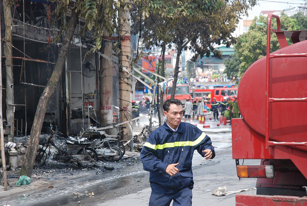 Cận cảnh đám cháy lớn tại cây xăng Trần Hưng Đạo