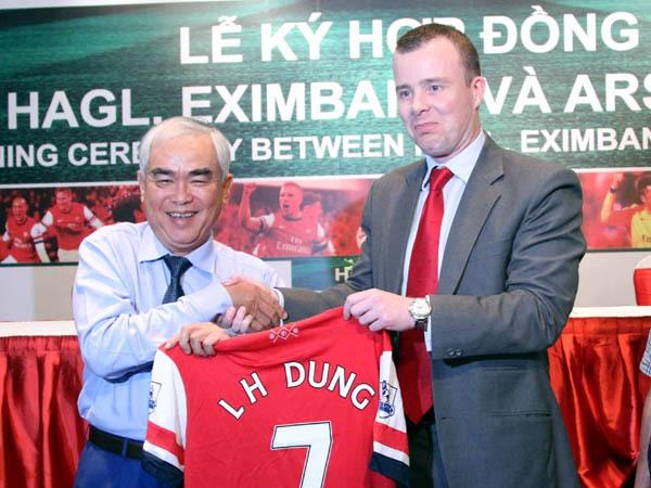 Đằng sau chuyến đi của Arsenal là ông Lê Hùng Dũng?