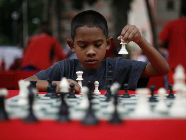 Chơi cờ vua cũng là cách hay