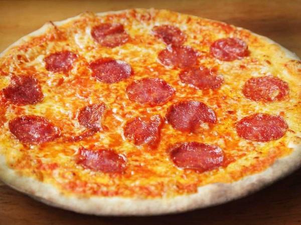 Hãy để trẻ cắt bánh Pizza