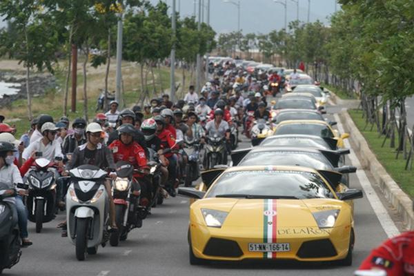 Xuất nhập khẩu ô tô: Ngoại phấn khởi, Nội mon men