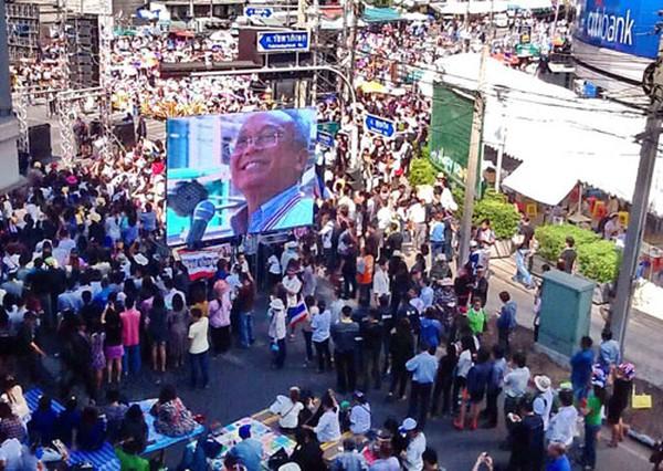 Phe biểu tình Thái Lan dọa bắt thủ tướng