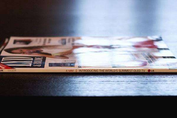 LG dùng gáy của tạp chí để quảng cáo cho TV OLED siêu mỏng