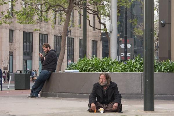 …và số lượng ngày càng nhiều người gắn liền cuộc sống của mình trên những con phố.