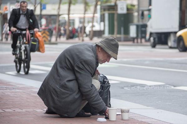 Mặc San Franciscon bỏ ra 165 triệu USD mỗi năm để chiến đấu với tình trạng này nhưng lượng người vô gia cư của thành phố này rơi vào khoảng hơn 6.000 trong 1 thập kỷ qua. Và con số ngày đang tăng lên
