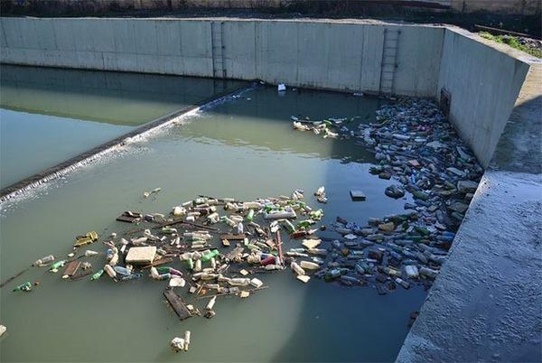 Hoạt động xây dựng đã bị bỏ dở trước khi Olympics diễn ra do vấn đề lụt lội.