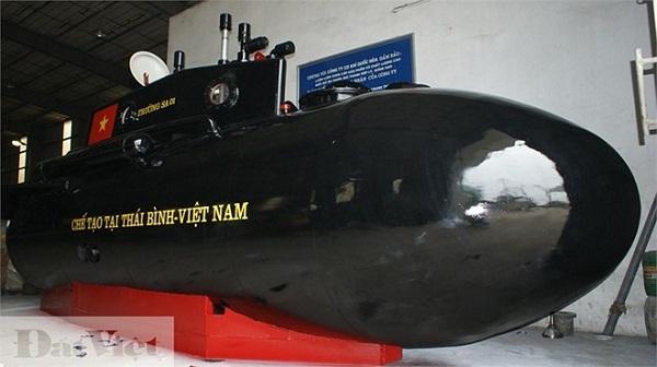 Tàu ngầm Trường Sa: Vẽ quốc kỳ, sẵn sàng ra biển