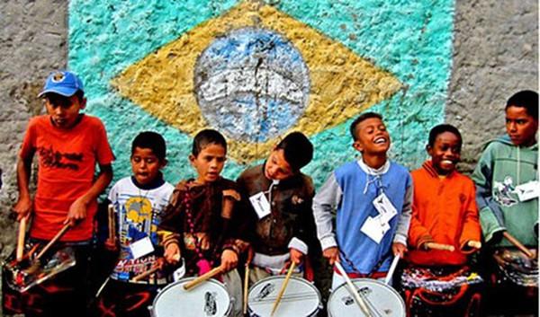 Trẻ em Brazil bị bóc lột vì World Cup 2014