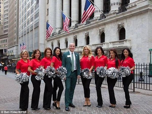 CEO ngân hàng đầu tiên công khai đồng tính
