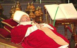 Giáo hoàng có quyền lực đến mức nào?
