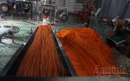 'Chuyên gia' Trung Quốc lén lút truyền nghề làm bim bim bẩn