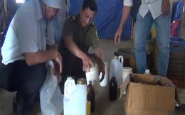 Doanh nhân Trung Quốc thuê người tẩm hóa chất vào sầu riêng