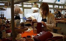 Đột nhập vào xưởng sản xuất những chiếc túi hàng hiệu
