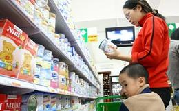 Giá sữa giảm mạnh trước thời điểm áp giá trần