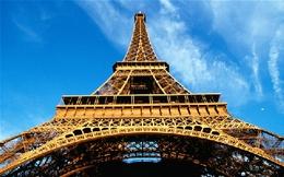 Không có việc triệu phú gốc Việt mua tháp Eiffel