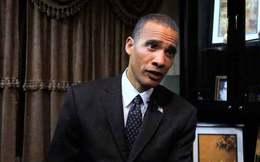 """Làm giàu với """"nghề""""... mạo danh Tổng thống Obama"""