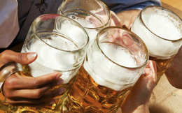 Người Việt chuyển sang mua bia, cà phê về nhà uống để... đỡ tốn tiền