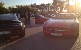 Giàu như sinh viên Dubai: Đi học toàn bằng siêu xe