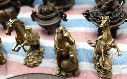 Năm Ngọ đi ngắm ngựa ở phiên chợ đồ cổ đặc biệt nhất Hà Nội