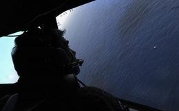 [MH370] Phát hiện vệt dầu loang, triển khai tàu ngầm tìm kiếm