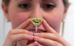 Bán viên kim cương màu vàng lớn nhất thế giới với giá hơn 16 triệu USD