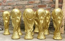 Cận cảnh quá trình làm 'cúp vàng World Cup' giá 70 nghìn đồng