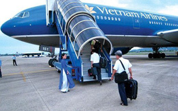 """Bộ trưởng Thăng yêu cầu: Nếu không có xe thang thì """"Lên máy bay cõng hành khách xuống"""""""
