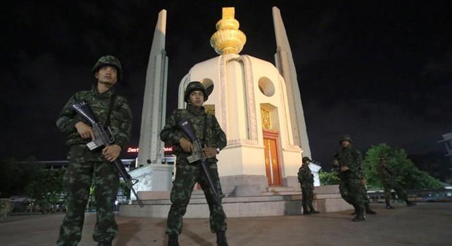 Quân đội Thái giải tán Thượng viện, trao quyền cho tướng Prayuth