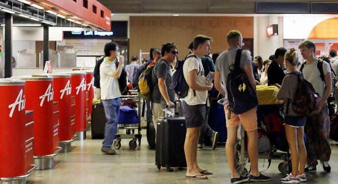 Bộ Ngoại giao Việt Nam khuyến cáo chưa đi Thái Lan nếu không cần thiết